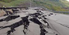 Amasya-Sivas arasında meydana gelen heyelan nedeniyle yol ulaşıma kapandı
