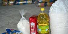 Yüksekova Kaymakamlığı terör mağdurlarına gıda yardımında bulundu