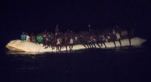 Libya açıklarında göçmen botu battı! 90 kişi hayatını kaybetti