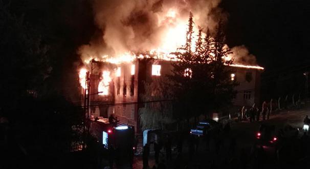 Adana'da özel öğrenci yurdunda yangın: 12 ölü 22 yaralı