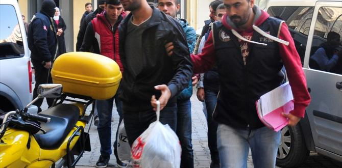 Adana'daki izinsiz gösteriler