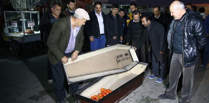 "Antalya Hali'nde ""tabutlu"" protesto"