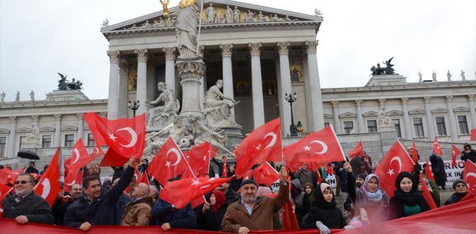 "Avusturya'da ""Teröre Lanet, Demokrasiye Davet"" mitingi"