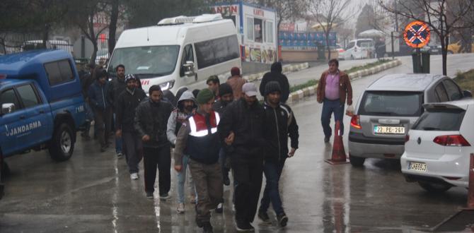 Edirne'de 14 yabancı uyruklu yakalandı