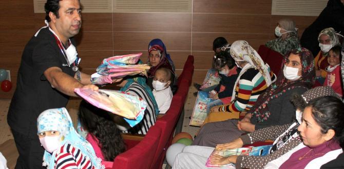 Hastanede yatan çocuklara tiyatro gösterimi