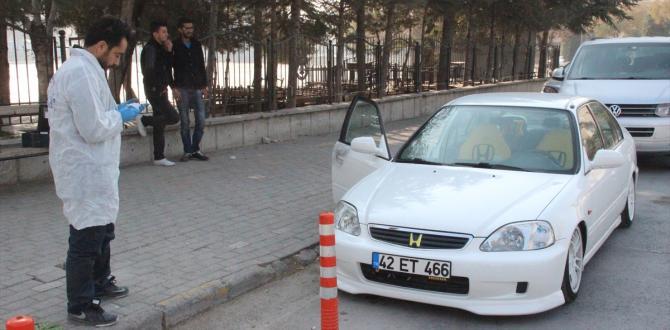 Kapısını kilitlemediği otomobilinden 13 bin lira çalındı