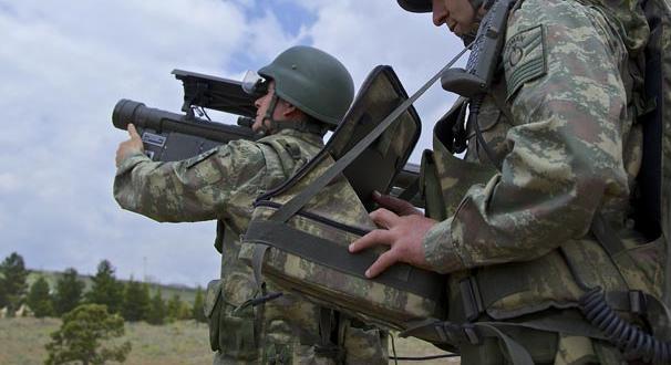 Fırat Kalkanı Hareketı'nda iki askerle irtibat kesildi