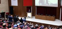 """""""Türkiye'de Anayasalar ve Siyaset"""" konferansı"""