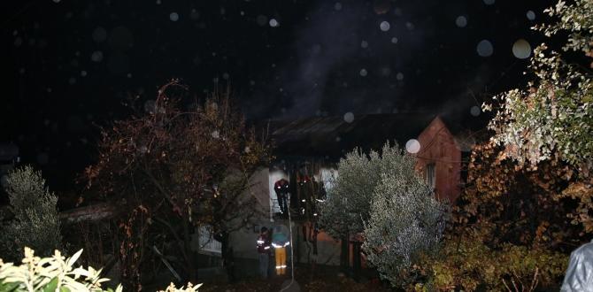 GÜNCELLEME – Özel yurdun yandığı mahallede ev yangını