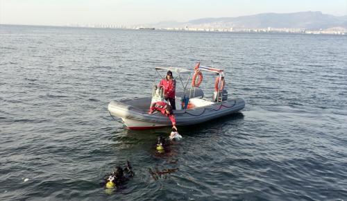 İzmir'de denizde tabanca bulundu