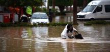 Mersin'i sel aldı! Yüzlerce vatandaş mahsur kaldı! 2 kişi öldü