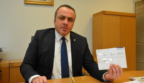 Fransa'da yaşayan Türk vatandaşından liraya destek