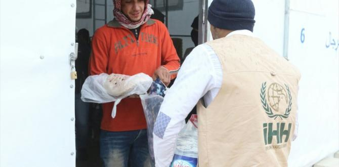 İHH Şam'dan çıkan ailelere yardım dağıttı