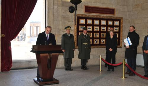 İsrail'in Ankara Büyükelçisi Na'eh Anıtkabir'i ziyaret etti