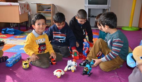 İzmir'den terör mağduru öğrencilere oyuncak