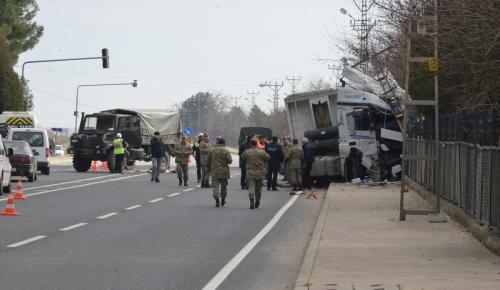 Kırklareli'nde askeri araç ile tır çarpıştı: 2'si asker 3 yaralı