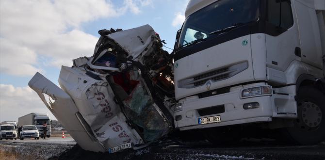 Konya'da 2 tır çarpıştı: 1 ölü, 3 yaralı