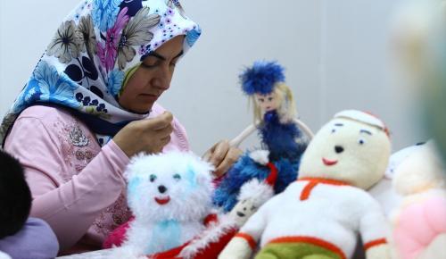 Kullanılmayan giysiler oyuncak bebeklere dönüşüyor