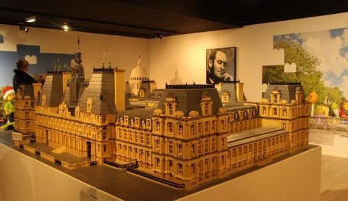 Paris'te lego sergisi