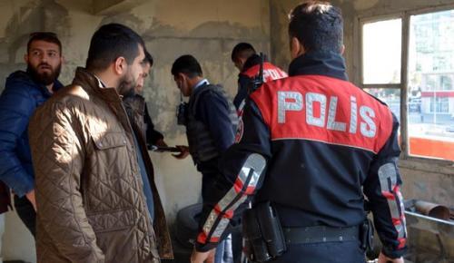 Adana'da polis dizi setini bastı!