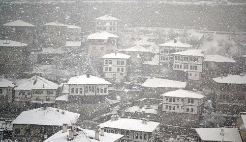 Beklenen açıklama geldi! Yarın İstanbul'da okullar tatil