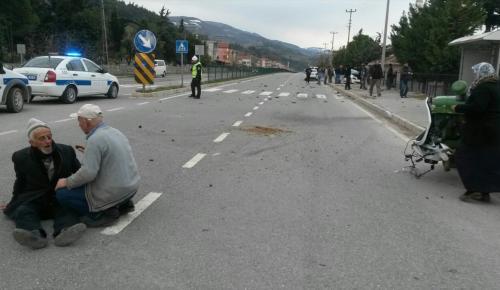 Samsun'da otomobil ile traktör çarpıştı: 1 ölü, 3 yaralı