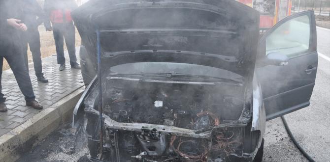 Yozgat'ta seyir halindeki otomobil yandı
