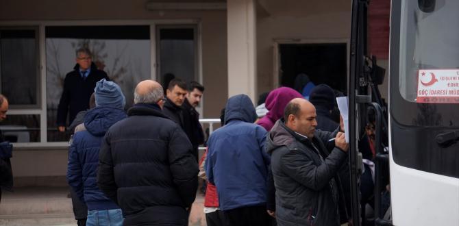 Yunanistan 26 kaçağı Türkiye'ye iade etti
