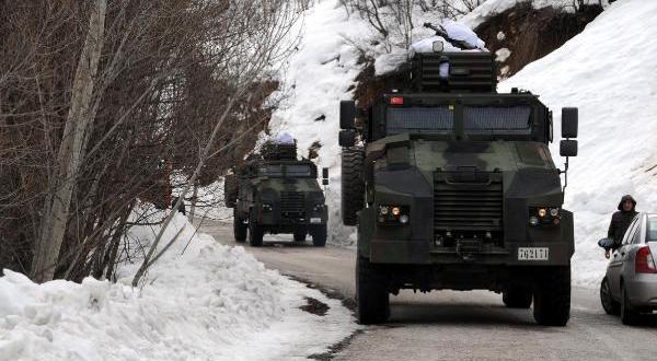 Bitlis'te askeri araç devrildi: 12 asker yaralandı