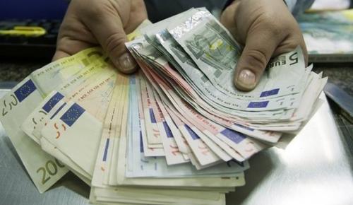 Euro 4.00 Dolar ise 3.77 ile rekor kırdı