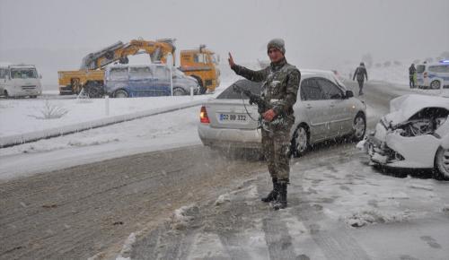 Adıyaman'da zincirleme trafik kazası: 3 yaralı