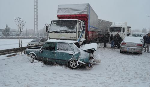 Aksaray'da zincirleme trafik kazası: 6 yaralı