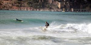Antalya'da ocak ayında sörf keyfi