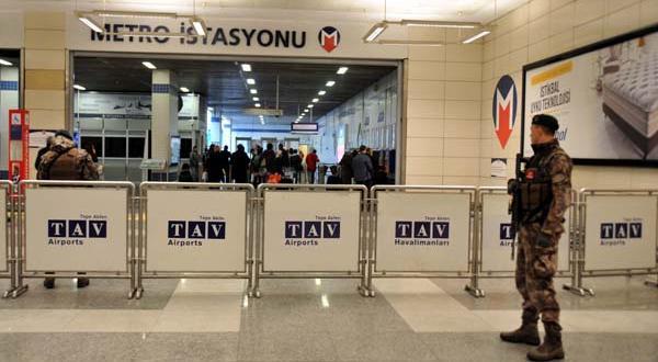 """Bağcılar Metrosu """"Reina saldırganı görüldü"""" ihbarı üzerine kapatıldı"""