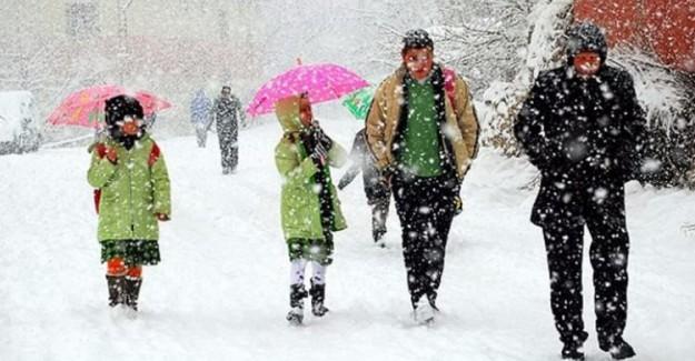 İstanbul'da kar yağışı hızını arttırdı! Yarın okullar tatil mi?