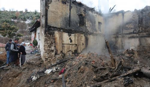 GÜNCELLEME – Denizli'de yangın: 3 ölü