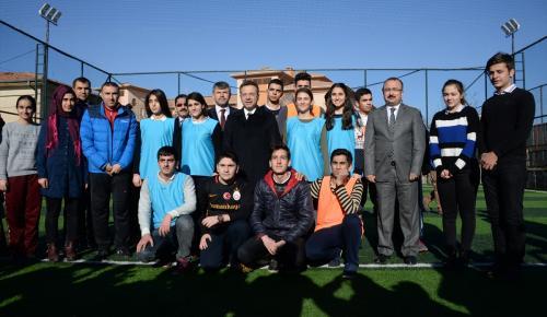 Diyarbakır'da okullara 33 spor sahası yapıldı