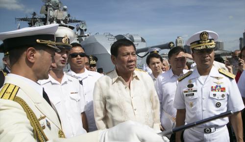 Filipinler Devlet Başkanı Duterte Rus savaş gemilerini ziyaret etti