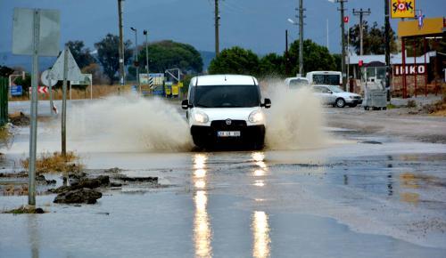 Edremit Körfezi'nde kuvvetli yağış ve fırtına