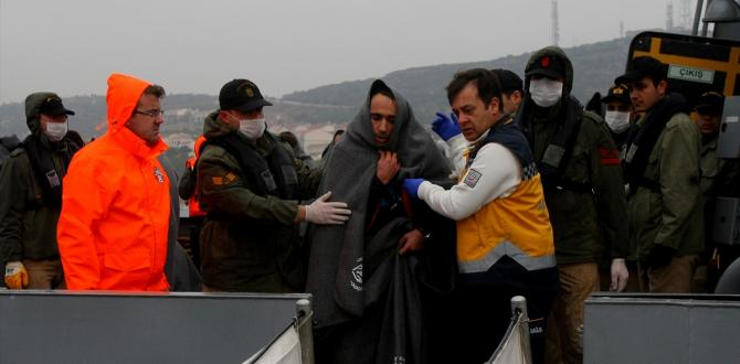 Ege Denizi'nde Yunanistan'a geçmeye çalışan 94 göçmen kurtarıldı