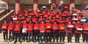 Eskişehirspor'dan Mardinli öğrencilere malzeme yardımı