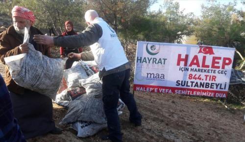 Halep'ten tahliye edilen ailelere gıda yardımı