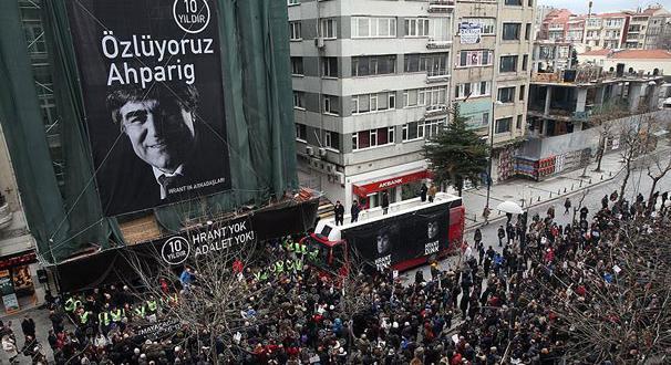 Hrant Dink onlarca kişi tarafından anılıyor