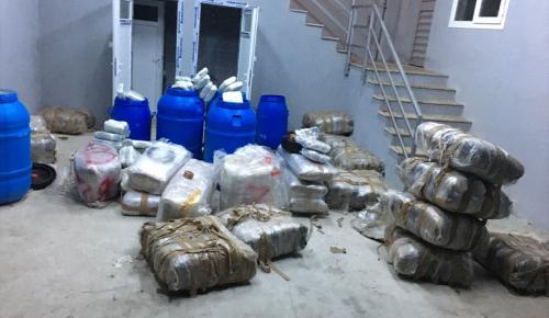 İzmir'de 650 kilogram esrar ele geçirildi