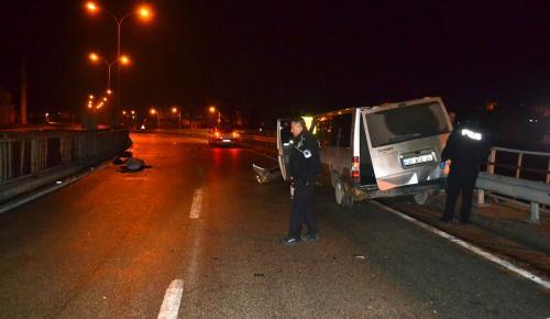 Kaçakları taşıyan minibüs kaza yaptı: 1 ölü, 25 yaralı