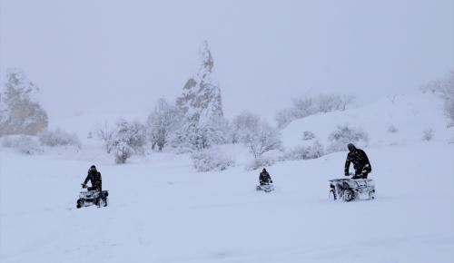 Kapadokya'da kar görsel şölen oluşturdu
