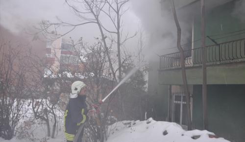 Kırıkkale'de ev yangınında bir kişi dumandan etkilendi