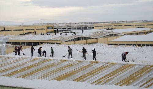 Konya'da kar nedeniyle 34 fabrikanın çatısı çöktü