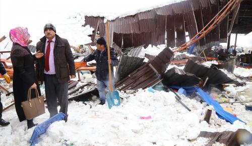 GÜNCELLEME 2 – Konya'da pazar yeri çatısı çöktü