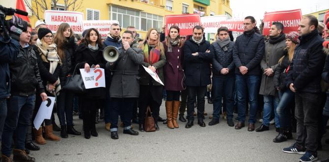 "Kosova ve Arnavutluk'ta ""Haradinaj"" protestosu"